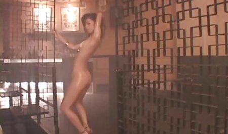 Hottie benutzt gerne ihre Zunge für deutsches sexvideo Arsch und Schwanz