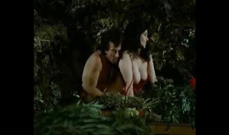 Big Naturals Brüste auf dieser maskierten Frau kostenlose deutsche sexclips