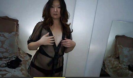 Hübsches deutsches sexvideo Mädchen auf einem Didlo.