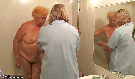 Die vollbusige Amateurin Sarah lutscht am Schwanz und wird deutsche sexvideos gratis gerammt