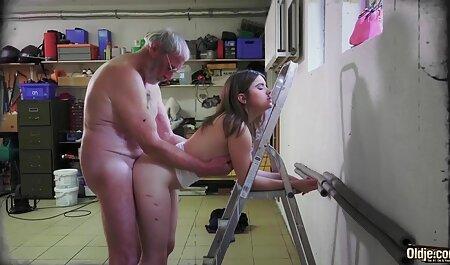 Mit ihrem deutsche amateur sexclips Dildo spielen