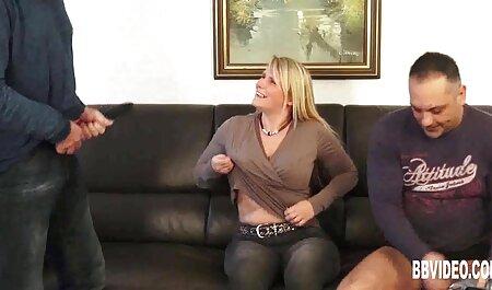 Schwiegermutter kommt herein und hilft ihm aus deutsche sexclips